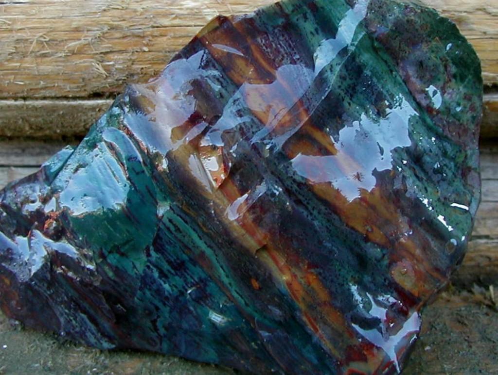 Jasper gemstones | Kaleidoscope Jasper from the Kaleidoscope Jasper Mines | Spiritwind51, CC BY-SA 4.0 via Wikimedia Commons