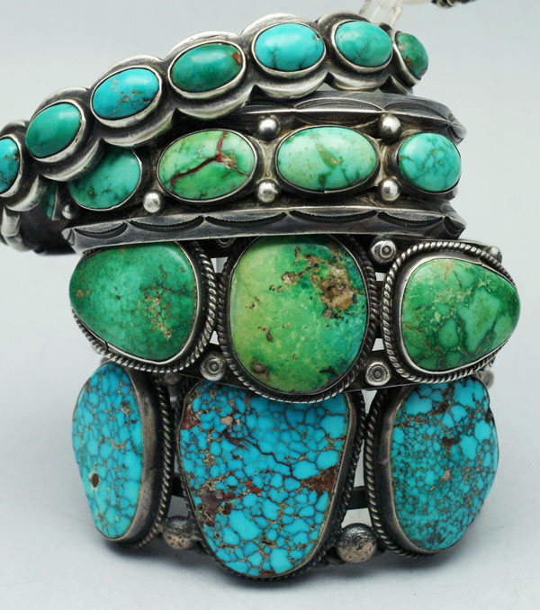 Old and new Navajo bracelets crafted with silver and turquoise gemstones | Silverborders, CC BY 3.0, via Wikimedia Commons