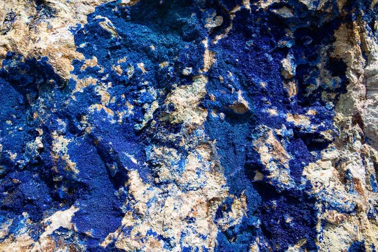 Lapis lazuli gemstones | Vivid blue lapis lazuli embedded in rock | Photos by Geert Pieters on Unsplash